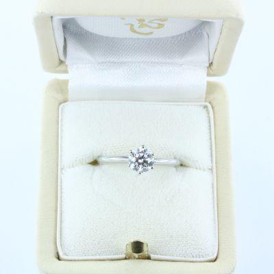 Klassischer Diamant Solitärring in 750er Weißgold