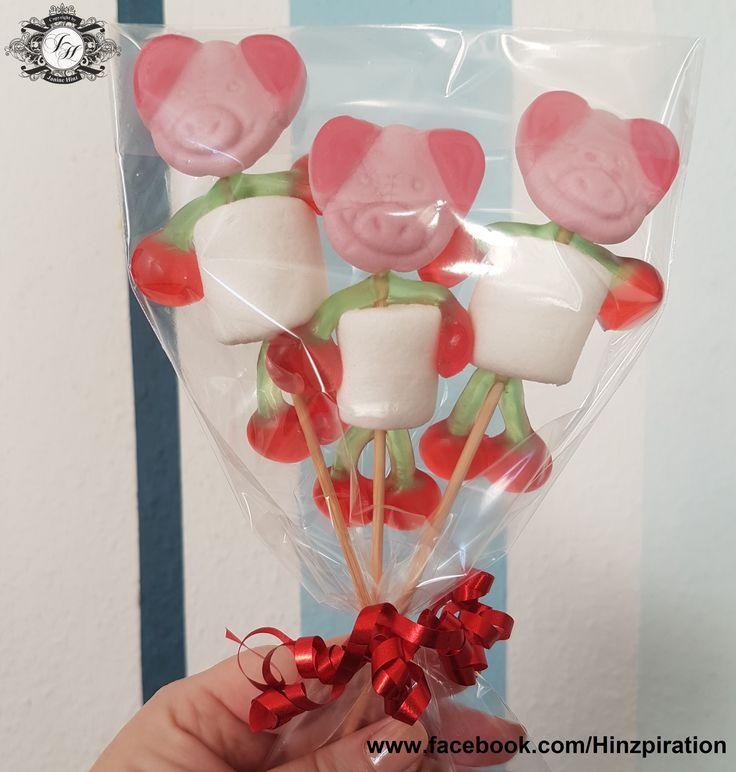 Süße Glücksschweine: Die Schweinchen sind super einfach herzustellen. Ihr bra #marshmallows