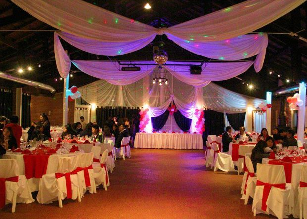 Decoracion de salon con lamparas chinas para boda buscar - Ideas decoracion salon ...