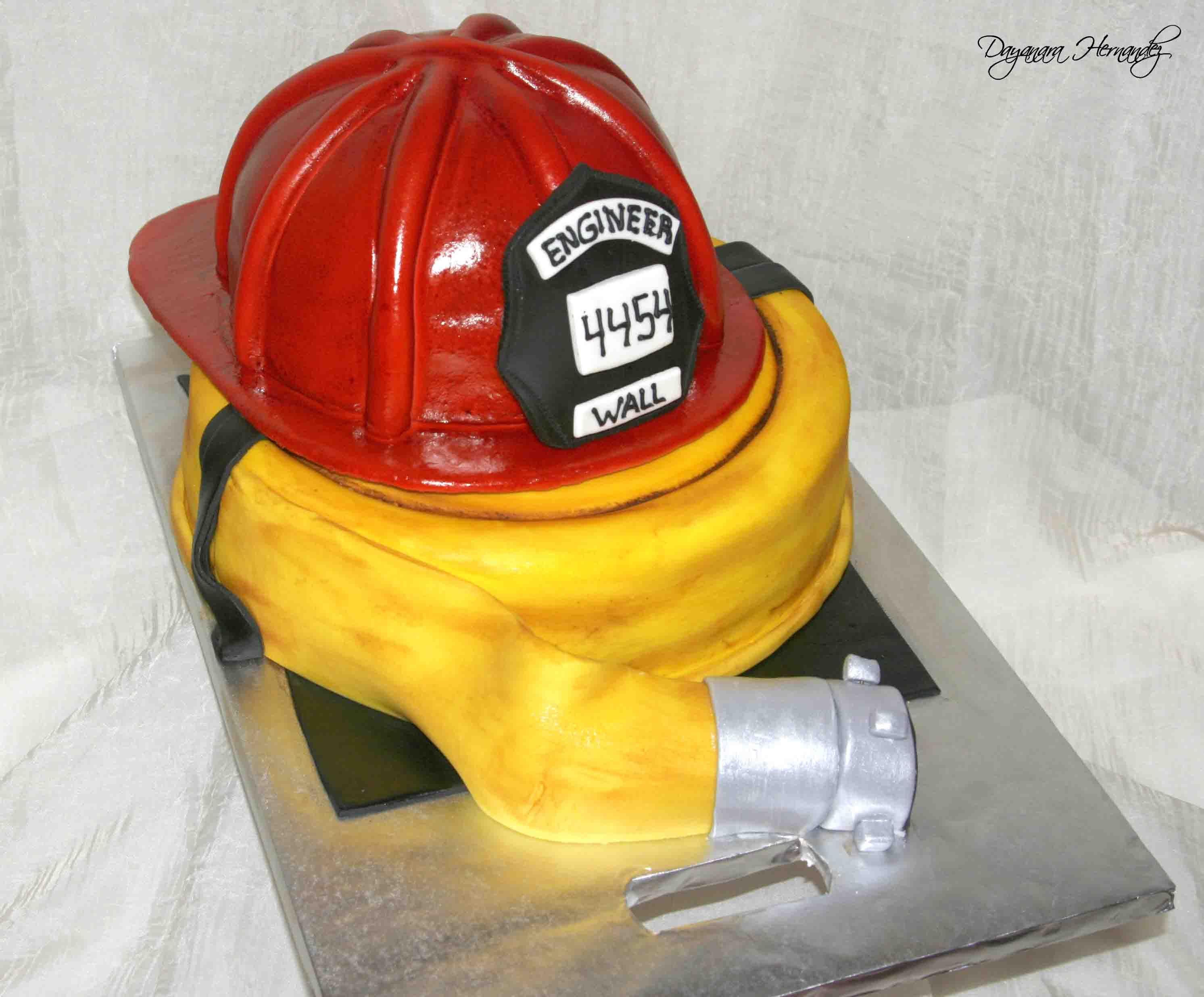 fire helmet cake torten deko ideen feuerwehrmann. Black Bedroom Furniture Sets. Home Design Ideas