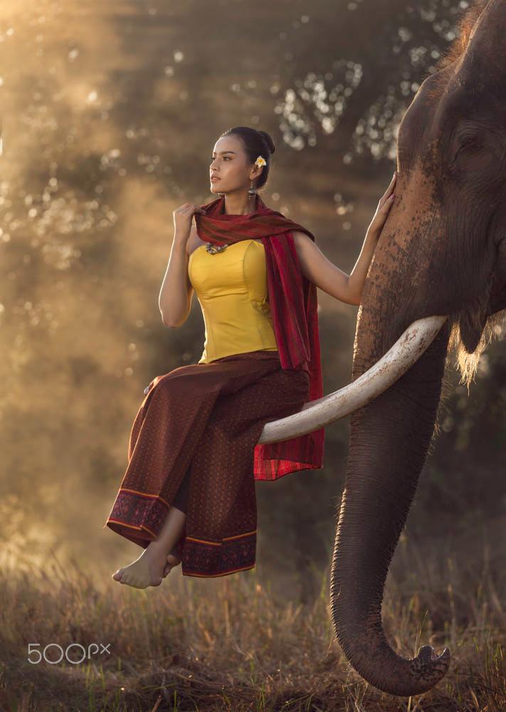 Portrait Of Beautiful Rural Asian Women By Vithun Khamsong 500px Beautiful Thai Women Asian Woman Studio Photography Poses