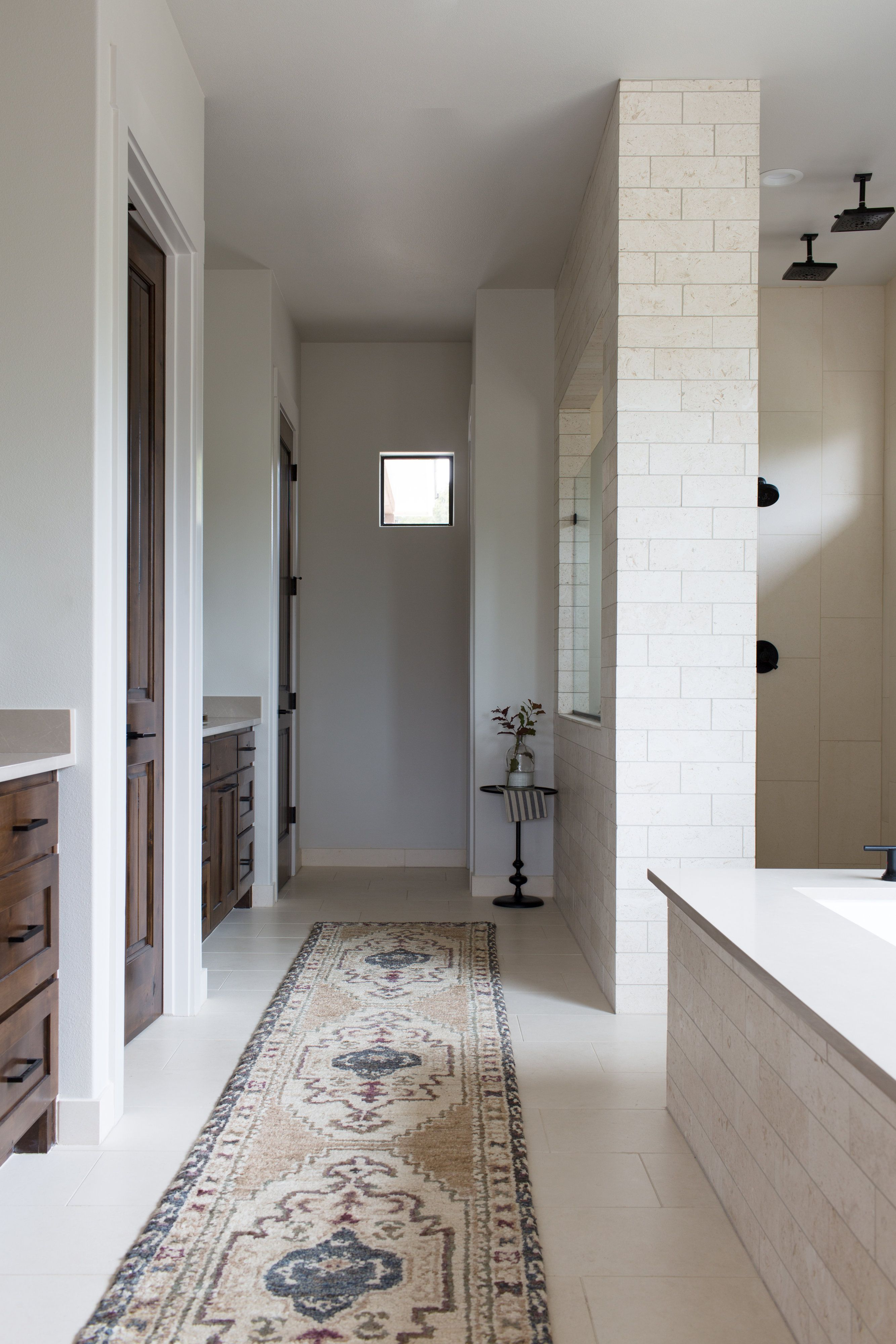Master Bath With Limestone Tile Bathroom Design Beautiful Bathroom Designs Bathroom Remodel Designs [ 4000 x 2667 Pixel ]