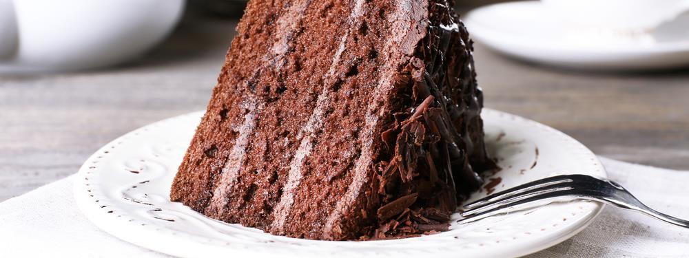 Bolo De Chocolate Com Recheio E Cobertura Cremosa Receita Com