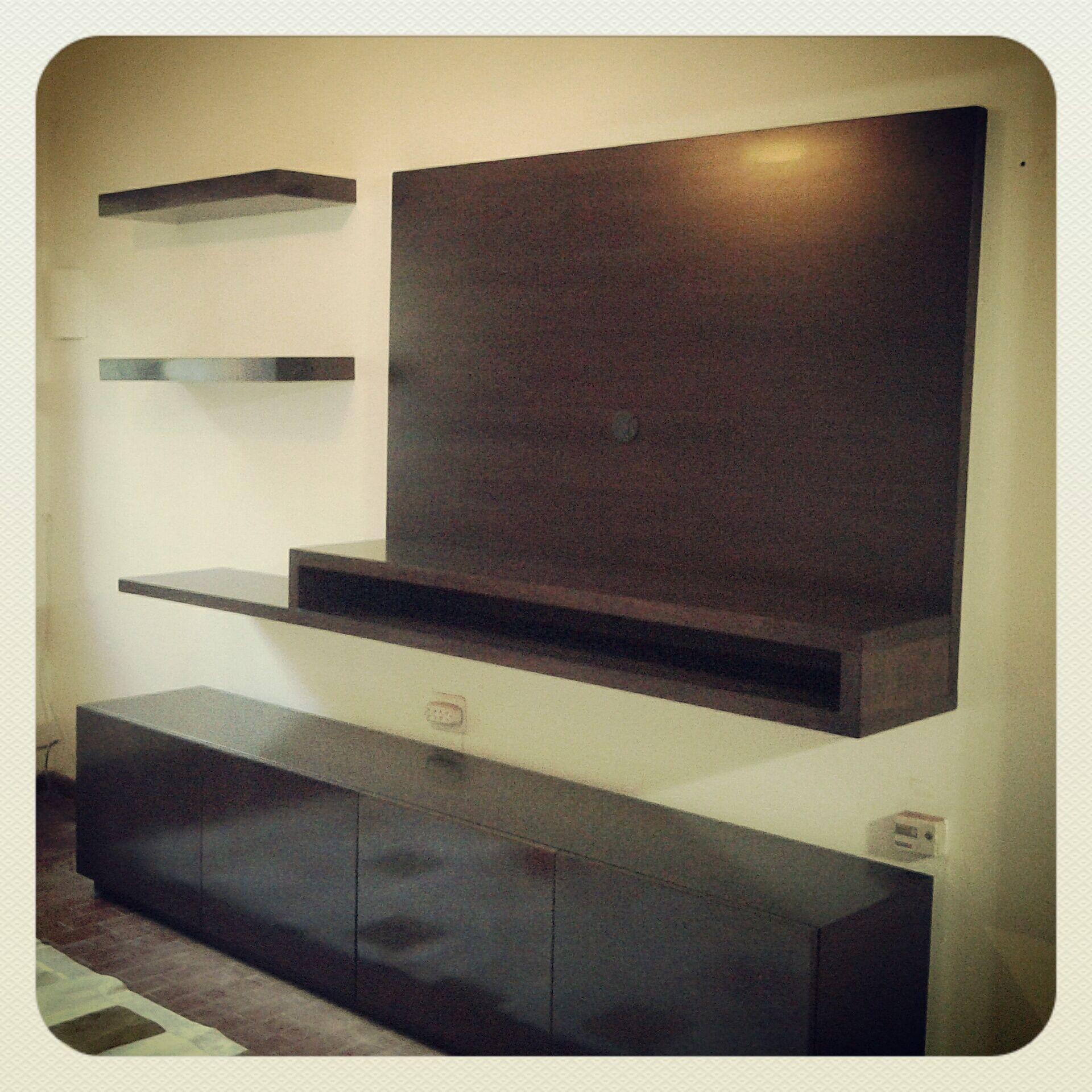 Mueble tv volado estantes volados y vajillero bajo con 4 for Isabel miro muebles