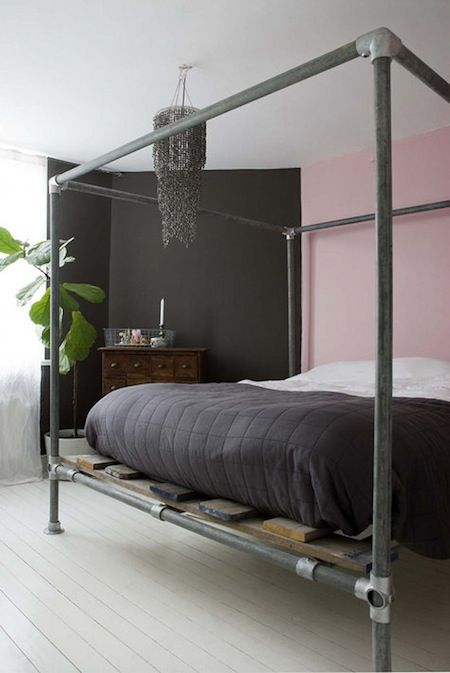 Industrial Style Poster Bed Made With Metal Piping Cama