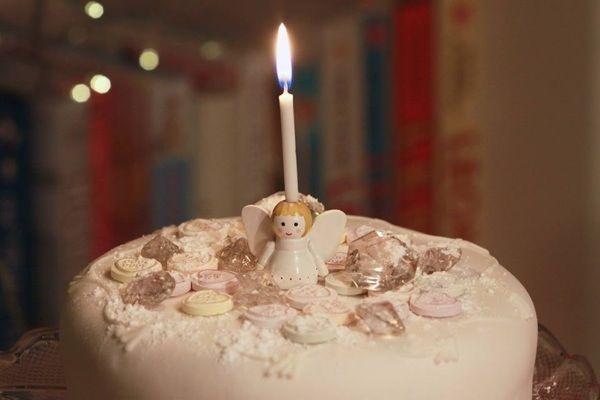 Angel cake candle holder