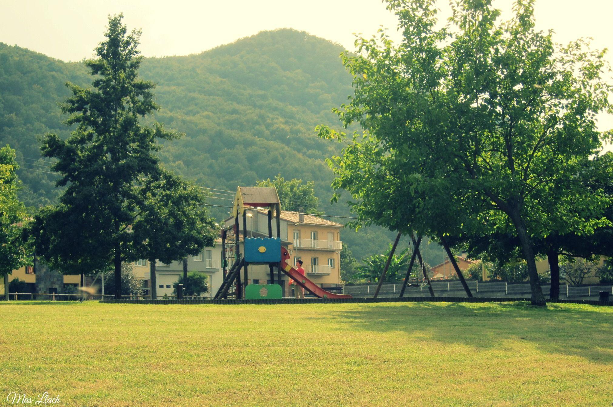 Parc infantil a la Roureda (st.Joan les Fonts)