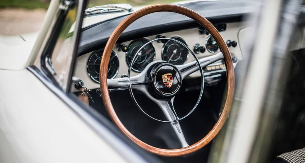 https://www.facebook.com/theClassicDriver/photos/pcb.10153628125646194/10153628124891194/?type=3