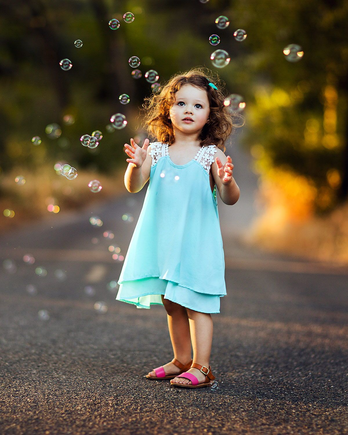 Lifestyle children photography ideas. Cute kids photos outdoors. Kids  posing and outfit ideas in 2020 | Child photography girl, Kids photoshoot,  Toddler photoshoot