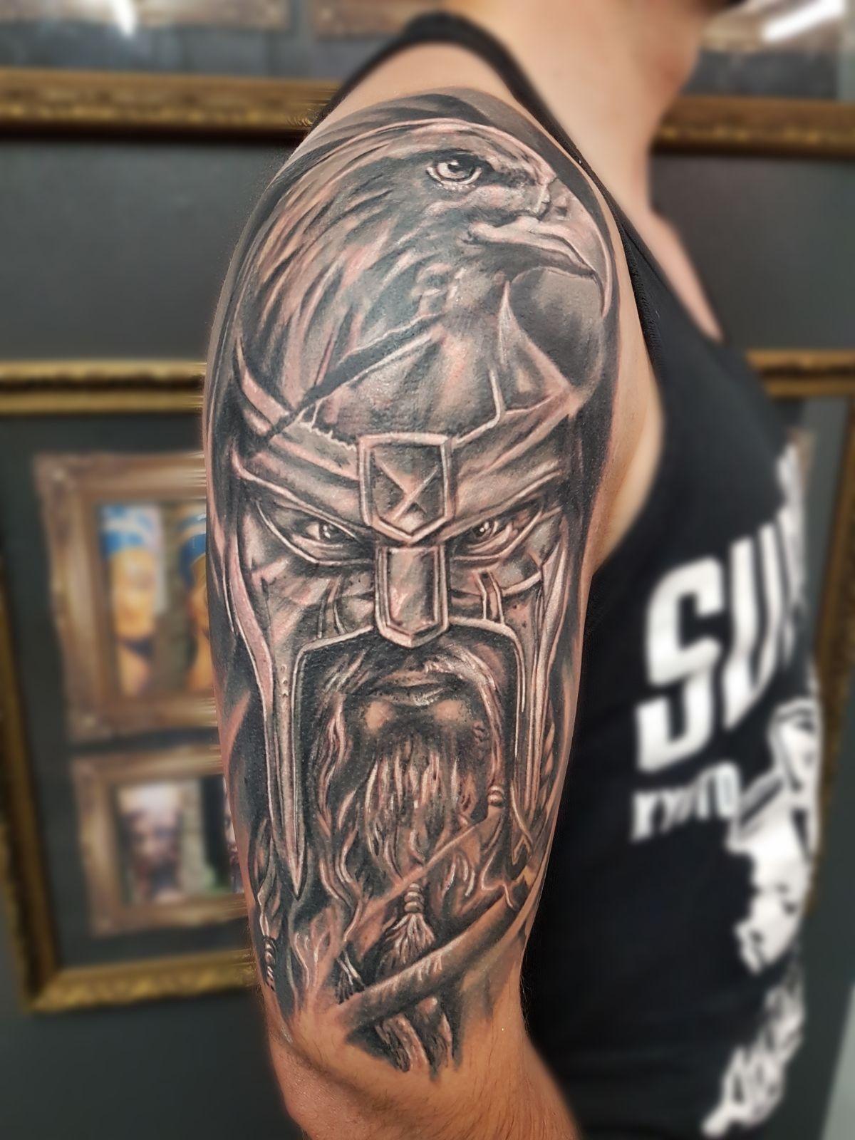 тату на плече викингов фото сайги