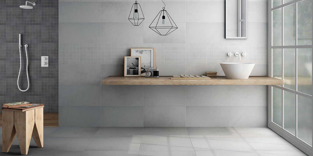 Modernes Badezimmer Mit Hellgrauen Fliesen