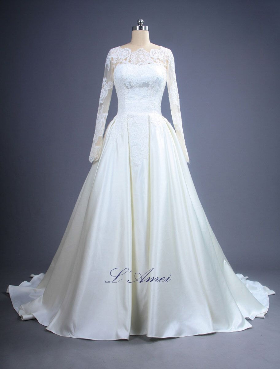 Dreamy Open V Back Romantic Custom made Long Sleeved French Lace Wedding Dress Princess Katherine - YS 1981100789 von LAmei auf Etsy https://www.etsy.com/de/listing/237242446/dreamy-open-v-back-romantic-custom-made