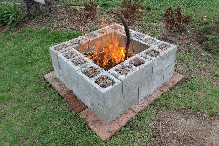 feu, barbecue extérieur dans jardin, en parpaings, briques ext