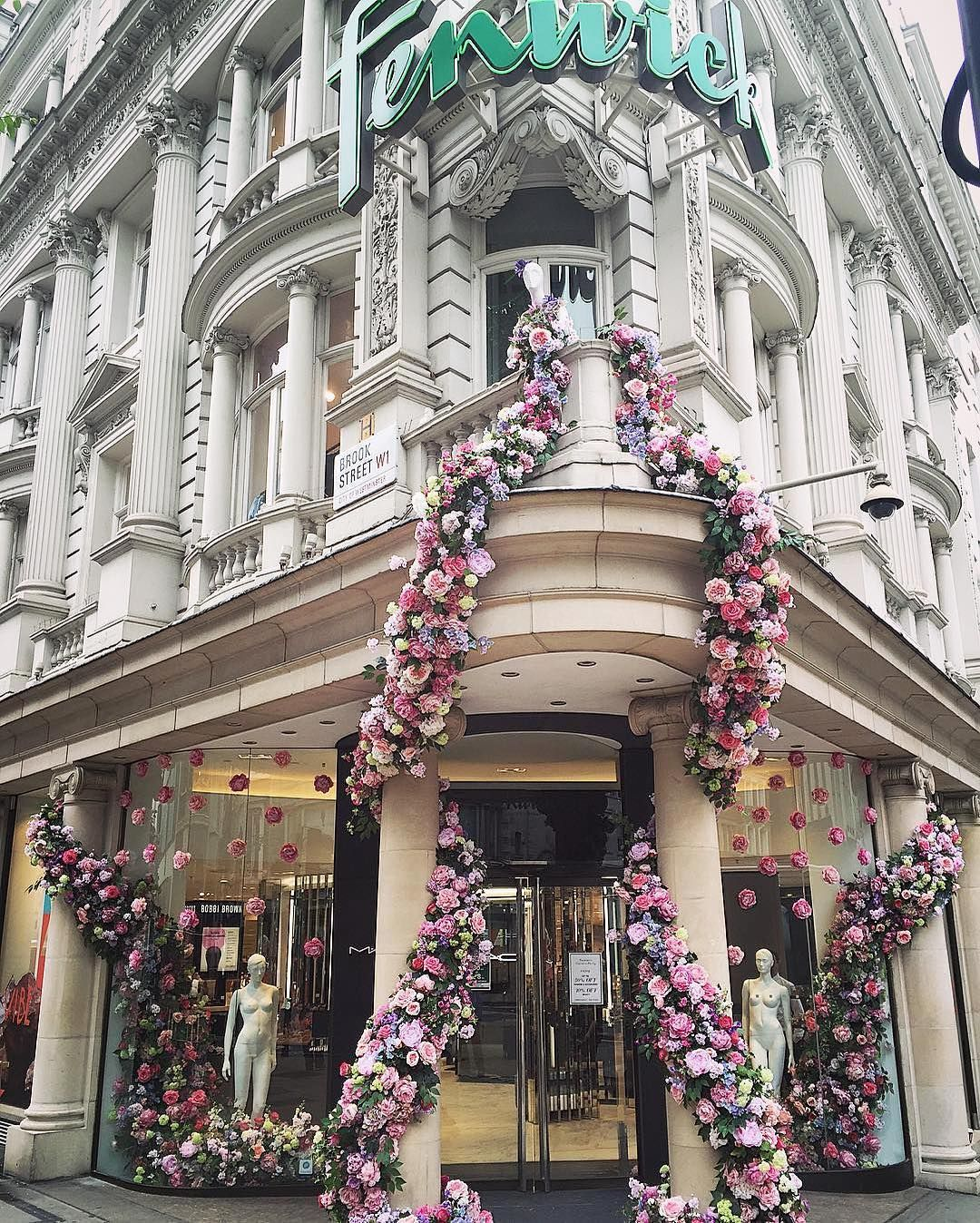 In honour of #mayfairinbloom and the #chelseaflowershow last week Fenwick Stores' Bond Street location was covered in floral by By Appointment Only Design. How beautiful would this #floraldesign look at a #wedding reception? | Instagram repost : byappointmenttony | WedLuxe Magazine | #wedding #luxury #weddinginspiration #flowers #floral