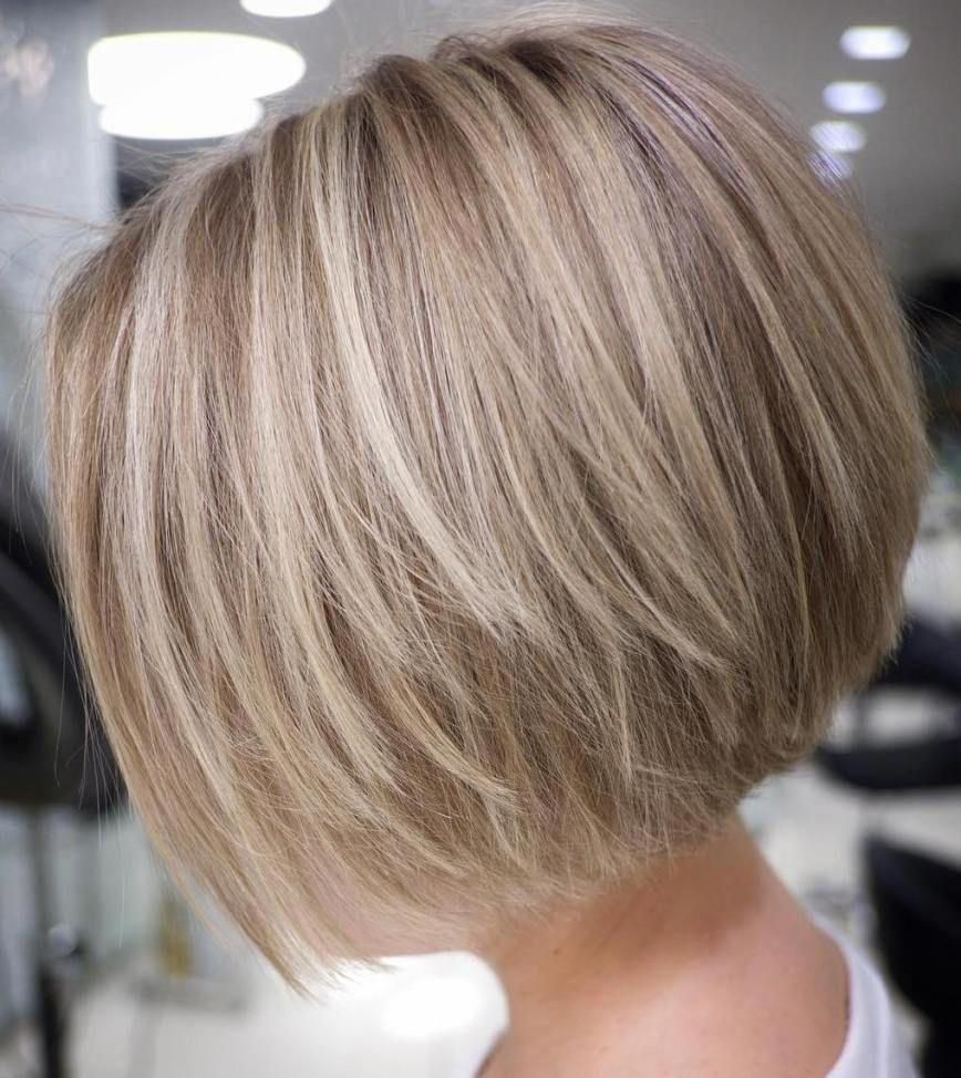 Straight Textured Creamy Blonde Bob Layeredbob In 2020 Short Hair With Layers Thick Hair Styles Bobs For Thin Hair