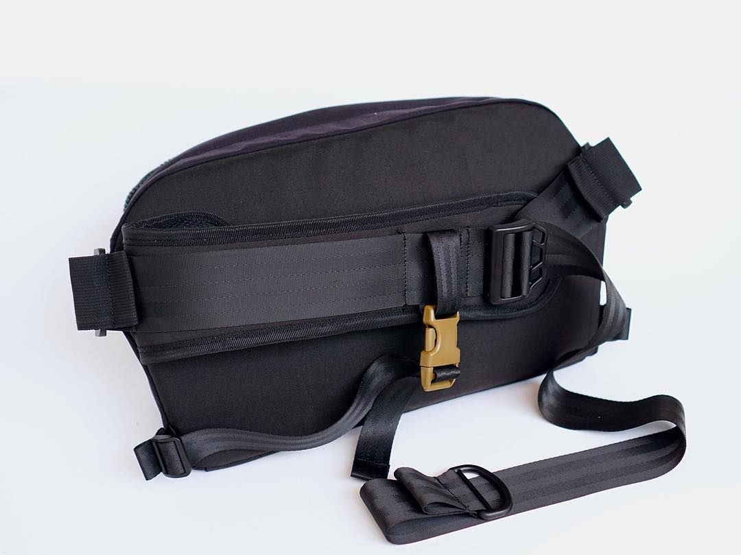 Ambidextrous Strap System on STIG. Available for IDR 438K in Navy ...