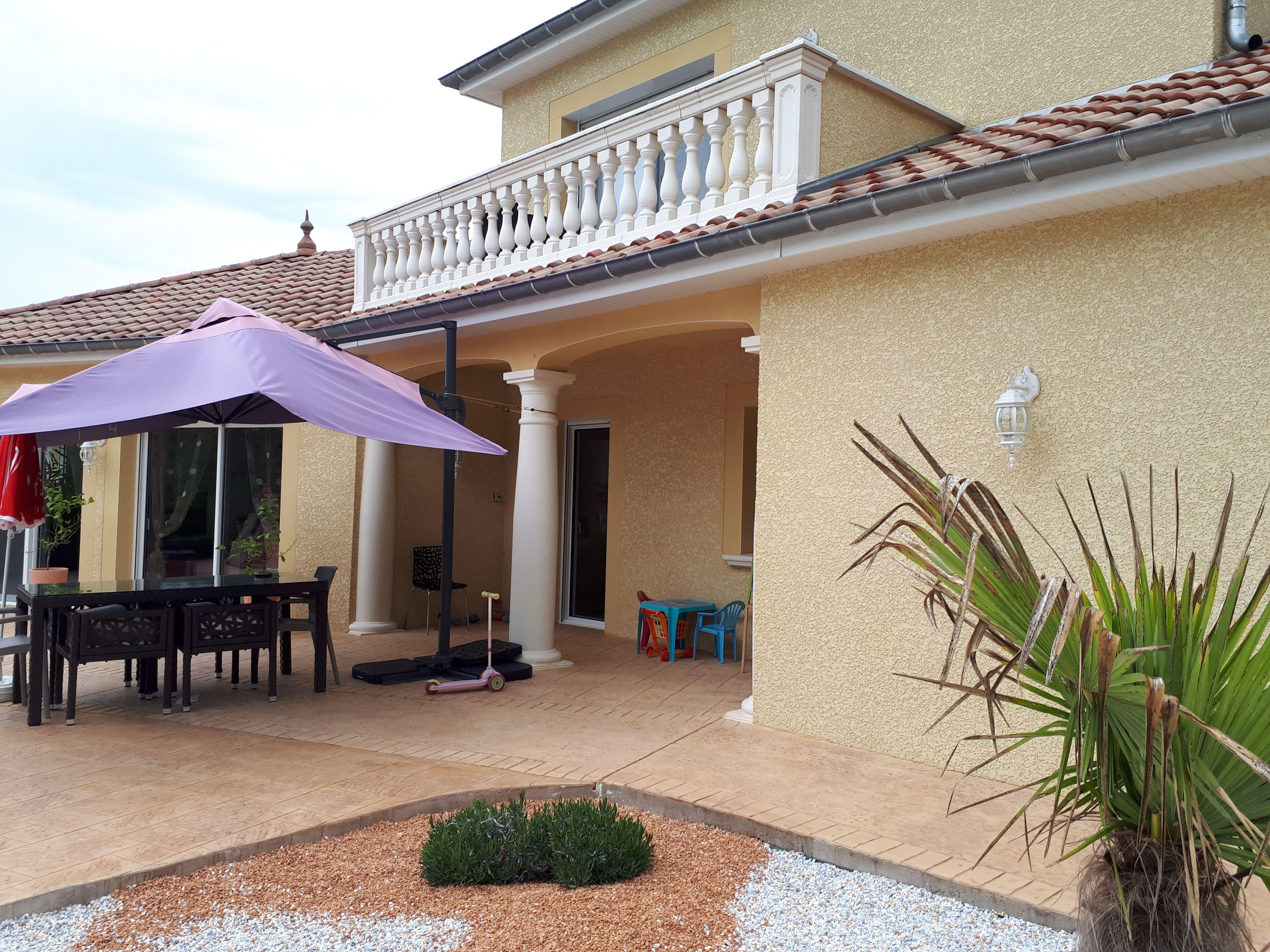 Aménagement de pergola et terrasse avec colonnes monoblocs ...