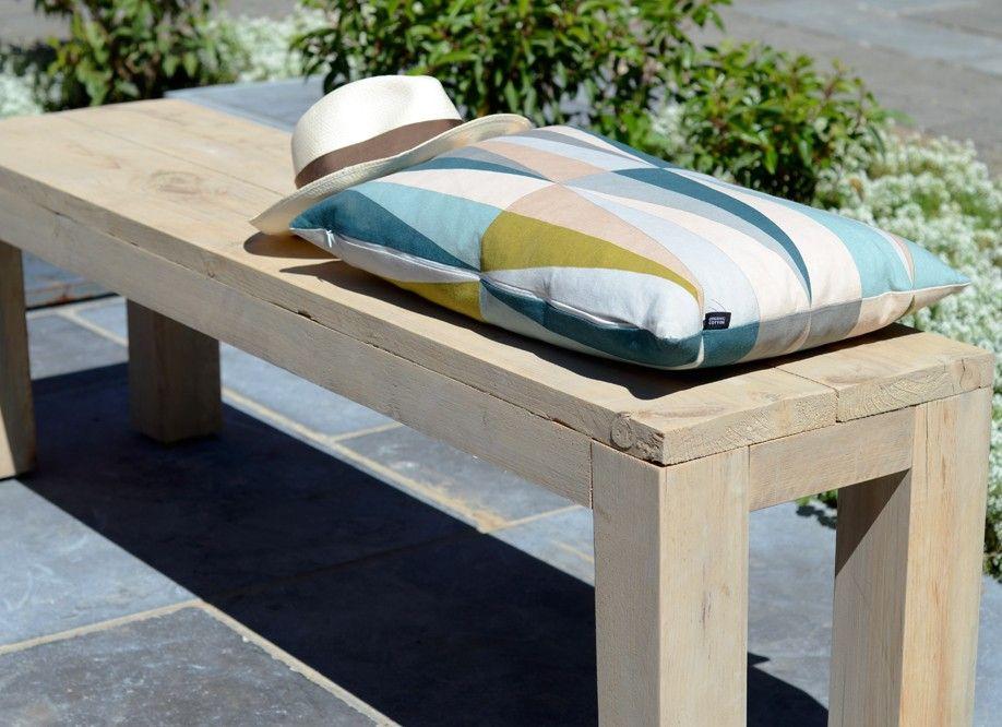 Gros plan sur le Banc en bois brut de jardin Riviera | Maison en ...