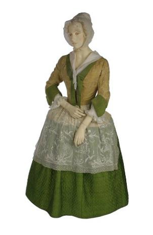 Conjunto informal usado por las mujeres, compuesto de una chaqueta de seda cosida a mano, y acolchado en las enaguas. 1720-1730