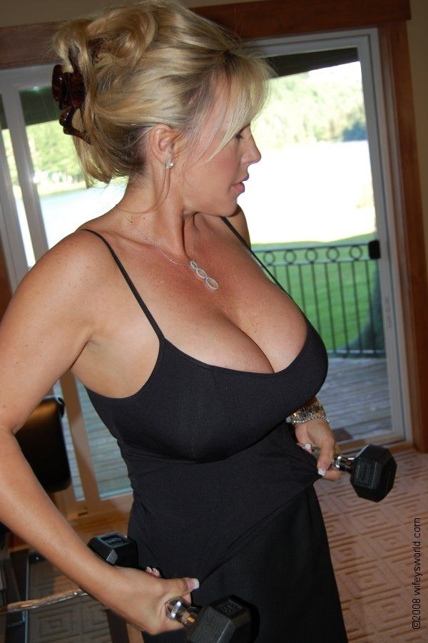 Busty milf needs attention