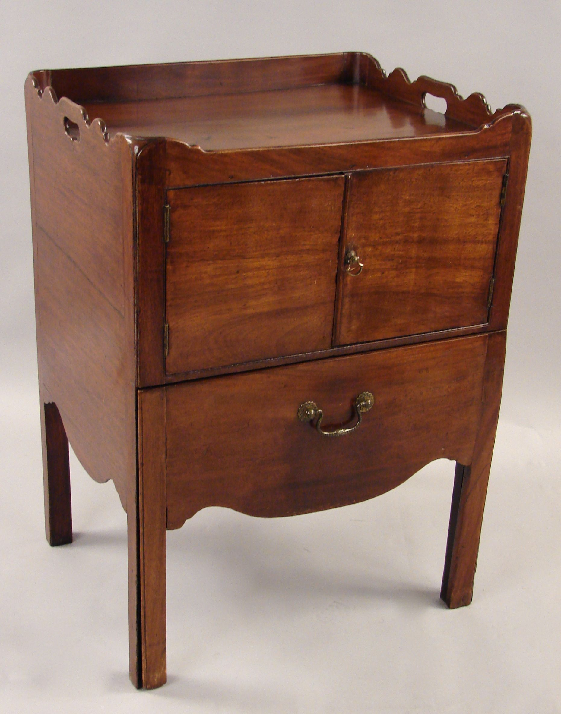 C915 9 A George Iii Mahogany Bedside Commode With A Three