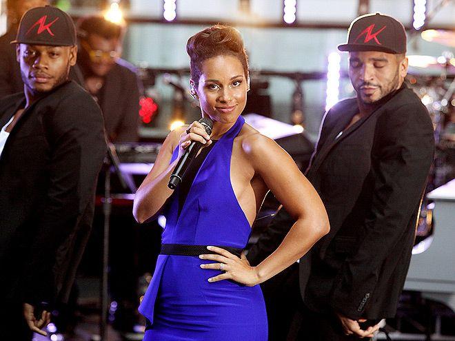 Alicia Keys en el escenario, durante su performance en Sunrise Morning Show este lunes en Sidney, Australia