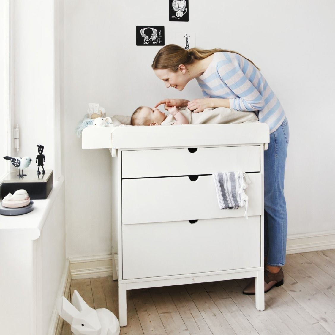 Baby cribs keep your baby close - Keep Baby Close During Changing Time With The Stokke Home Dresser The Space Under The Dresser Allows You To Stand Closer To Your Baby And Allows For Both