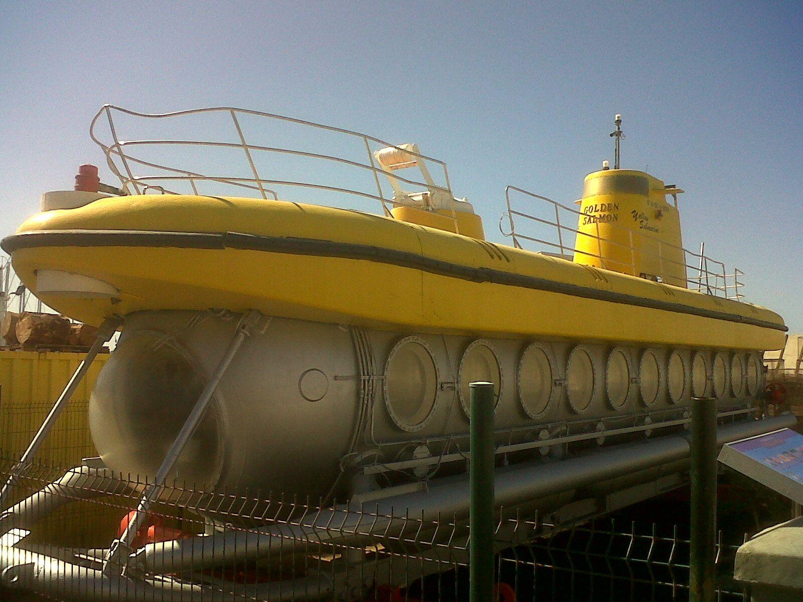 yellow submarine - playa de mógan - islas canárias - españa