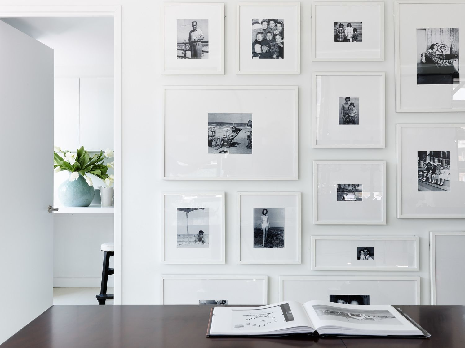 darryl carter love the gallery wall of family photos with overly wide white mats and white. Black Bedroom Furniture Sets. Home Design Ideas