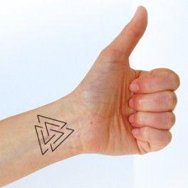 Tatouage valknut objets impossibles pinterest - Idee tatouage homme discret ...