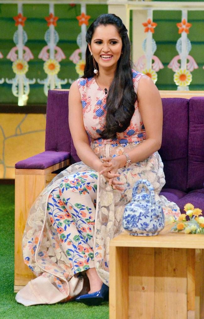 Sania Mirza's Floral Dress Steals the Hearts | Celebs