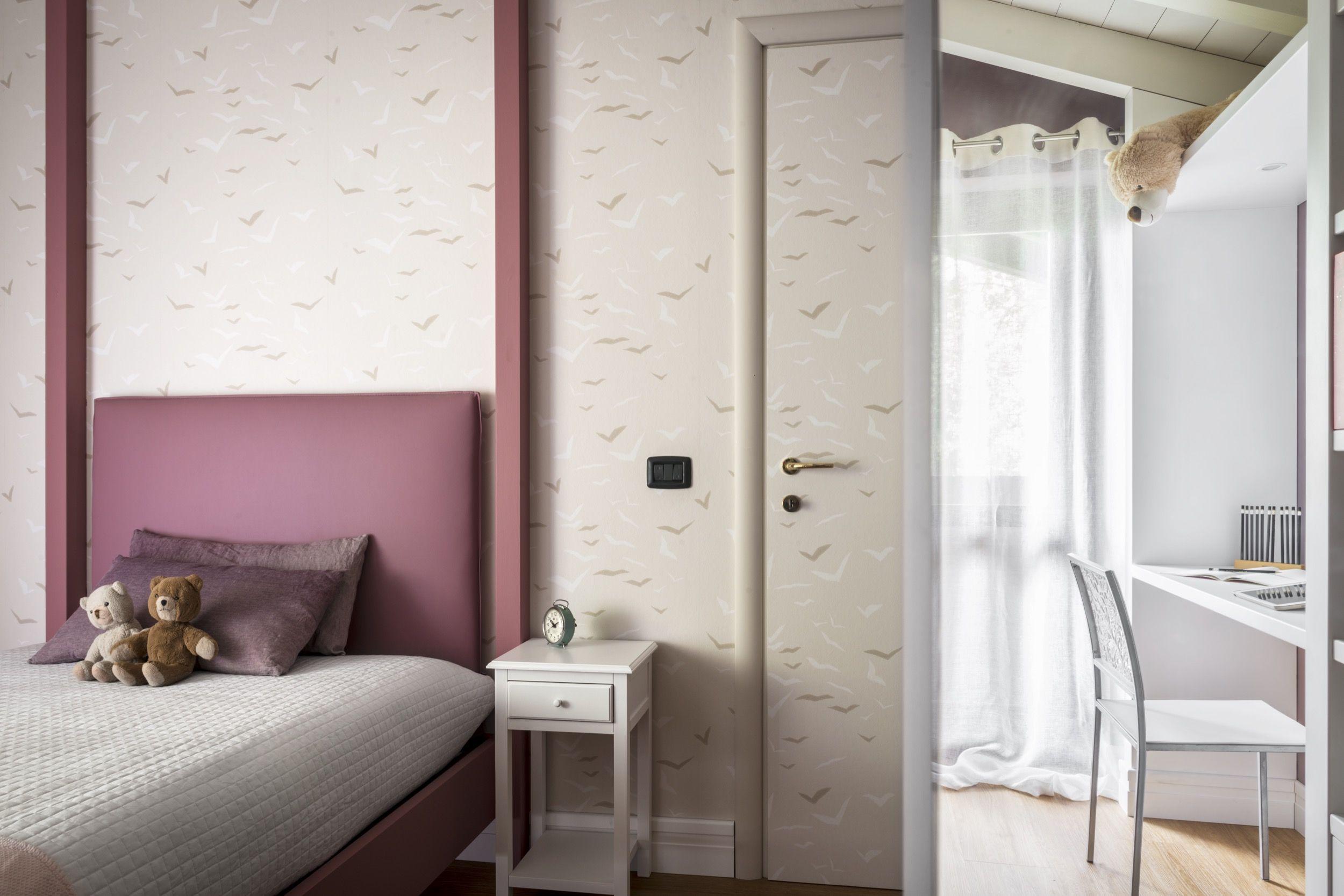 Interior re-looking di camera da letto singola per bimba. L ...