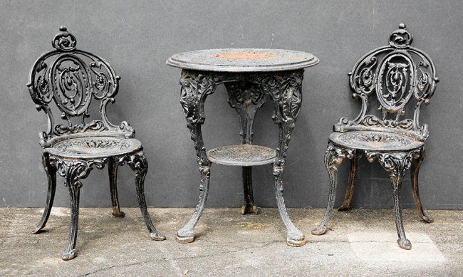 New Orleans Cast Iron Table With Two Chairs On Cast Iron 19th