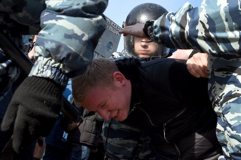 Deutsche Welle Russian police detain dozens of protesters