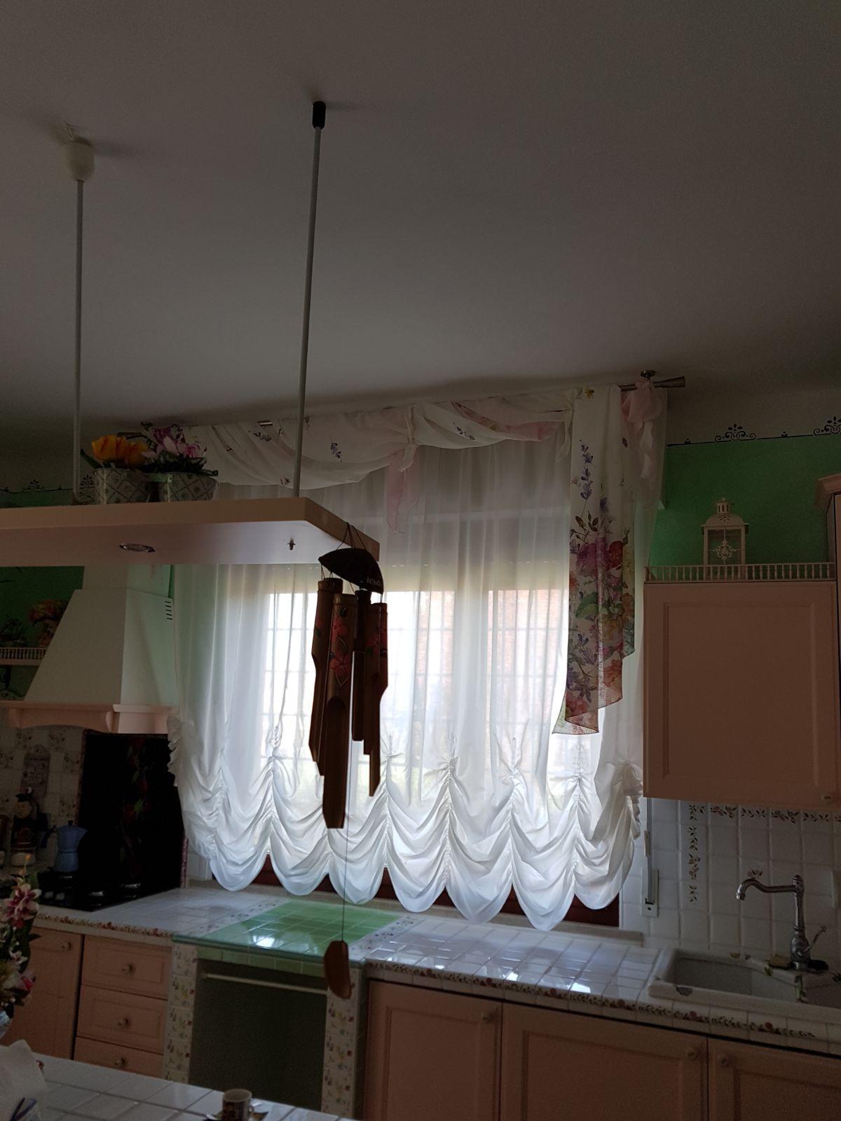 tenda a finto pacchetto bianca con drappo per finestra cucina ...