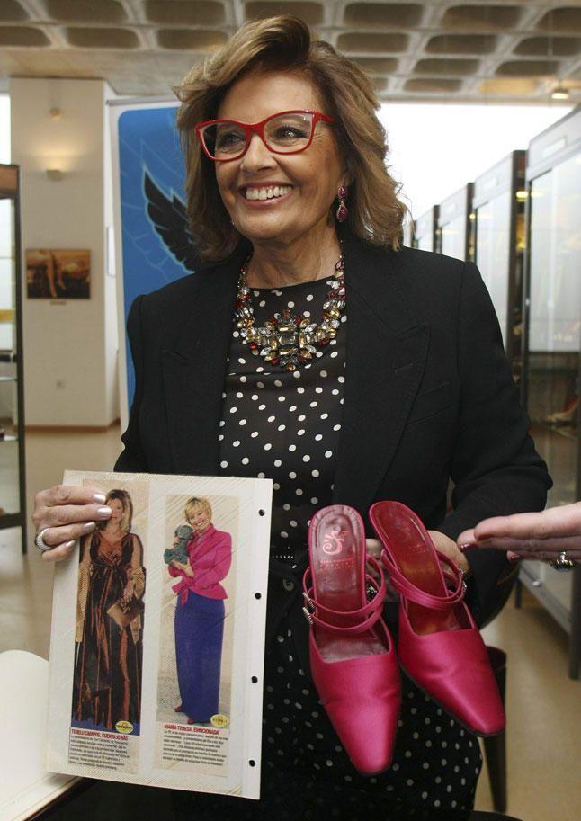 María Teresa Campos donó unos zapatos con historia al Museo del Calzado de  Elda  un modelo de tacón de Sara Navarro Shoes 5643eb7e600ea