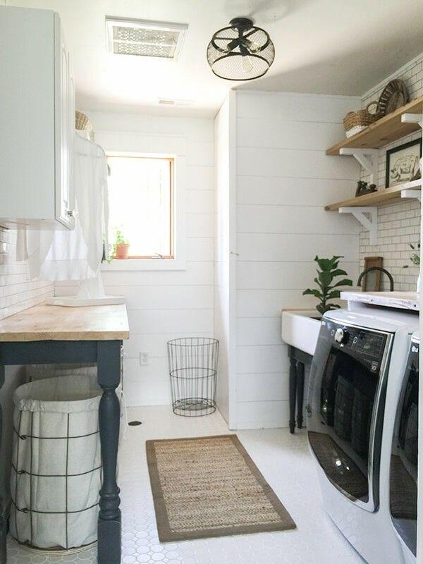 Waschküche In Schwarz Weiß Und Neutral