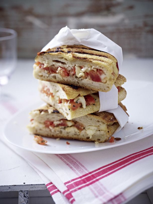 panini rezept mit tomate und mozzarella rezept panini rezepte rezepte mit tomaten und mozzarella. Black Bedroom Furniture Sets. Home Design Ideas