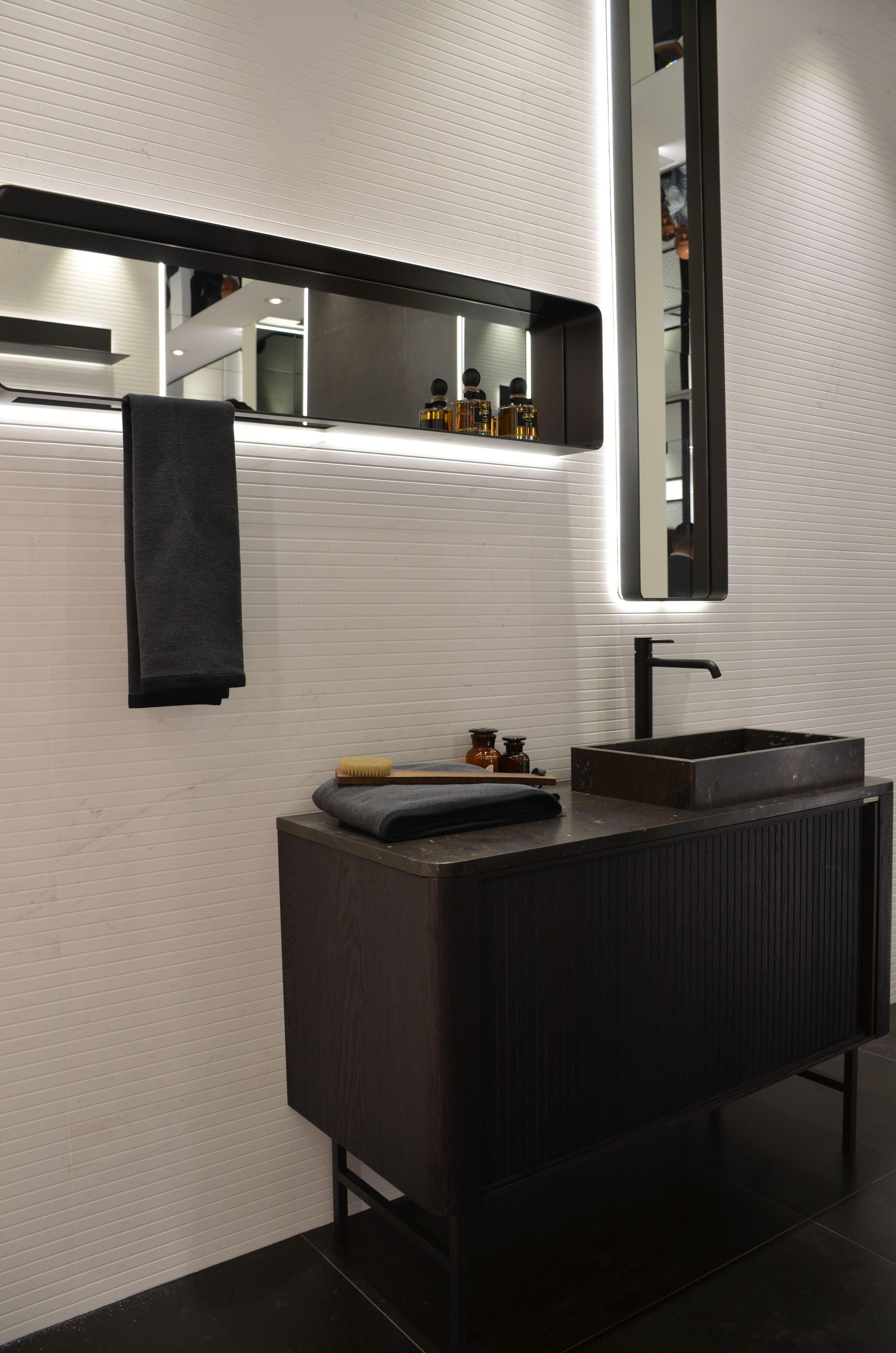 Klassisch Fliesen Im Modernen Style In Schwarz Weiss Fliesen Schwarz Weiss Modern Design Interior Badezimmer Baddesi Badezimmer Badezimmer Schwarz Modern