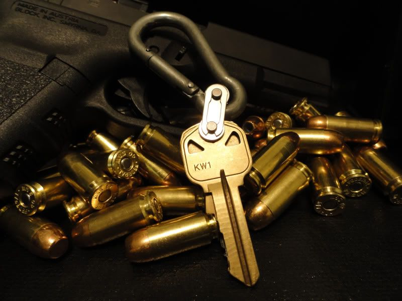 f59eeb114d1 Bike chain master link for keys. I don't understand the gun and ...
