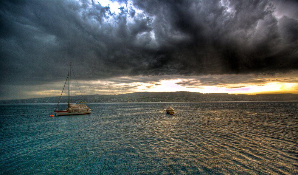 Gewitterwolken über Zürichsee