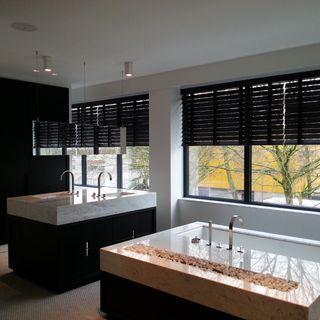 van munster badkamers meubilair van eiken zwart icm wit marmer