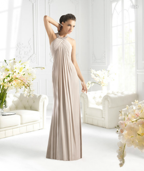 f277bcda311e9 Vestido largo halter en color nude para damas de boda