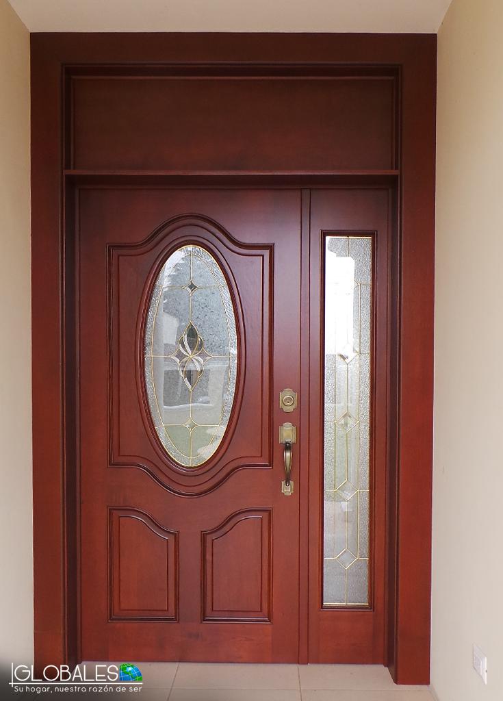 La entrada perfecta para recibir a tus invitados for Modelos de puertas de madera para puerta principal