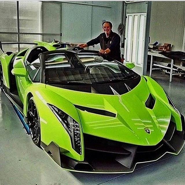 Lime Green Lamborghini Veneno!