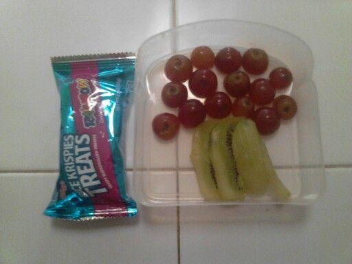 Arbolito de kiwi y uvas