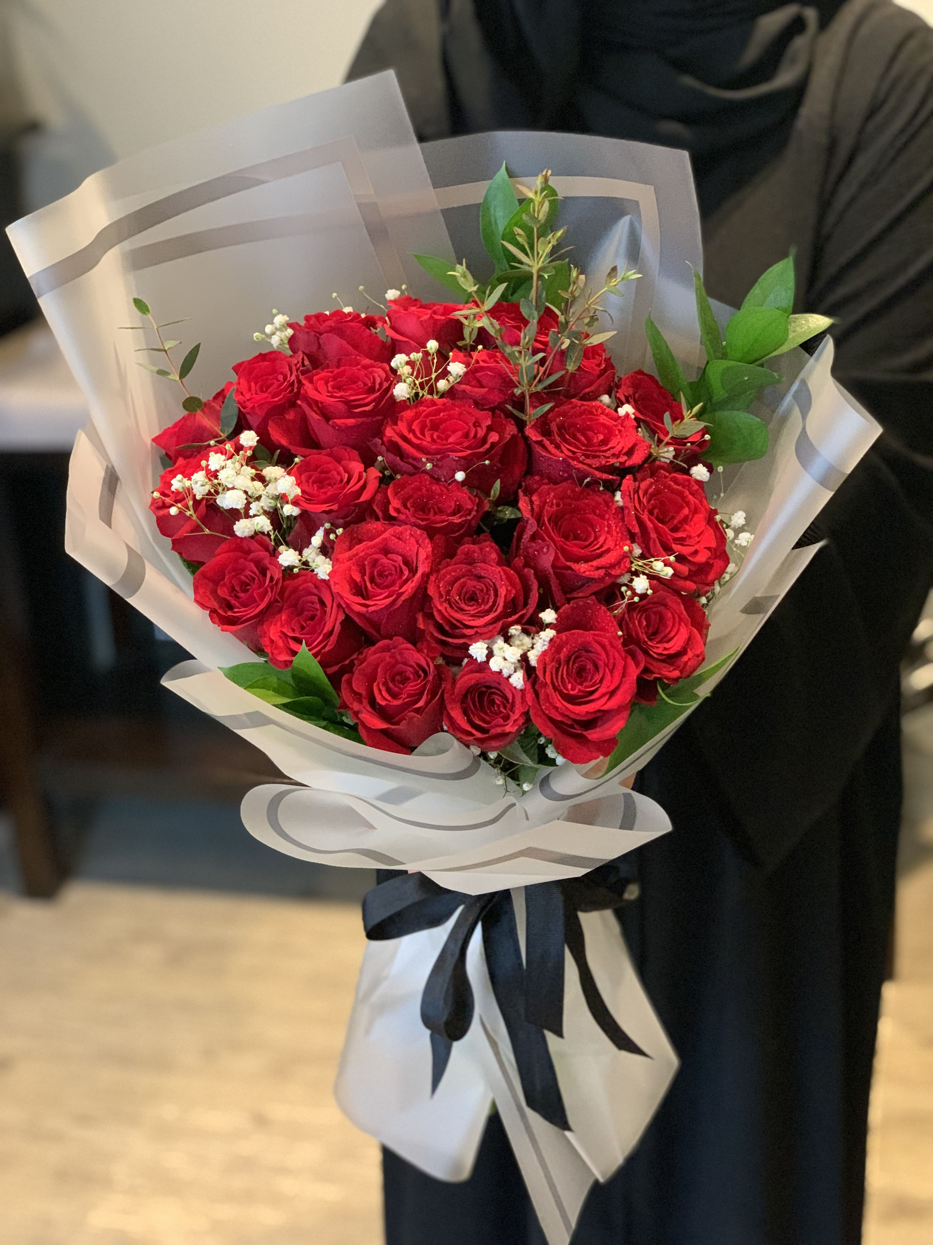 Pin By Pn On Fashion Valentine Flower Arrangements Flower Arrangement Designs Flower Gift Ideas