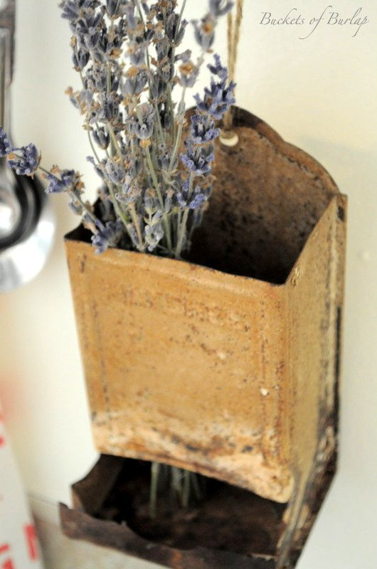 Buckets of Burlap: Vintage Farmhouse in the Kitchen