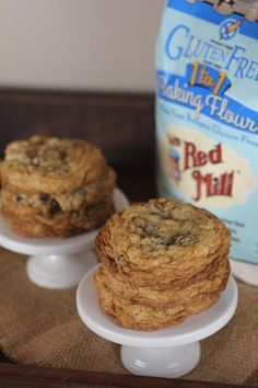 These gluten free chocolate chip oatmeal cookies are easy to make using Bob's Red Mill 1 to 1 Gluten Free Baking Flour. @LynnsKitchenAdv