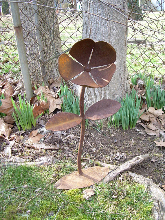 rusty metal flowers garden art Rustic Metal Yard Flower - Lawn Art Sculpture - WV Crafted